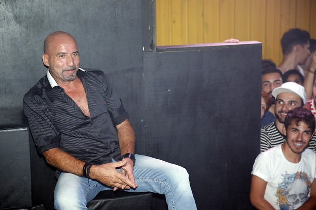 Carlos Marques, marido de Gretchen, em show em boate na Zona Portuária do Rio (Foto: Marcos Serra Lima/ EGO)