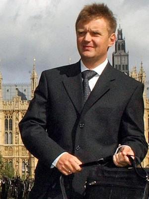 Foto de arquivo de Alexander Litvinenko em 2004 depois de uma conferência em Londres (Foto: Martyn Hayhow/ AFP)