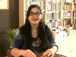 Jornalista dá dica de leitura  (Foto: Reprodução/ TV Gazeta)