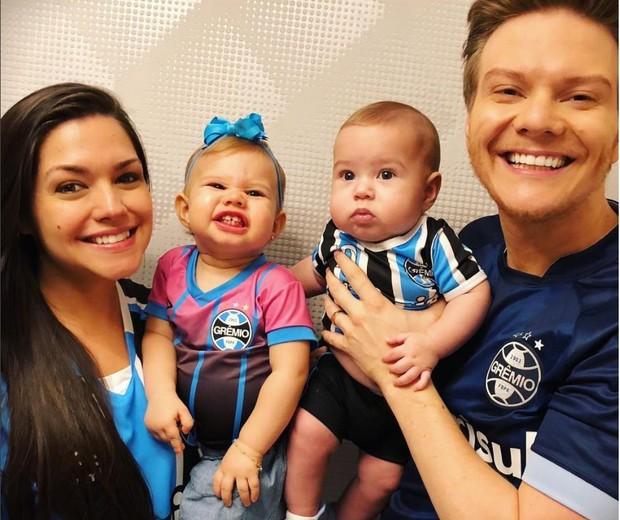 Thais Fersoza, Michel Teló e os filhos Melinda e Teodoro (Foto: Reprodução Instagram)
