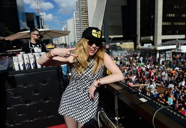 Natasha lyonne na Parada Gay em São Paulo (Foto: Francisco Cepeda/Agnews)