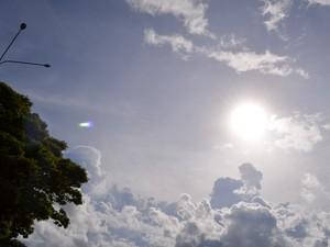 Ceú com muitas nuvens e curtos períodos de sol nesta segunda, 11, em todo o Cone Sul de RO (Foto: Dennis Weber/G1)
