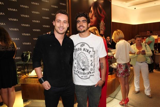 Caio Castro e Rodrigo Andrade (Foto: MANUELA SCARPA/FOTO RIO NEWS)