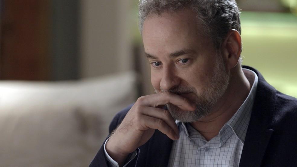 Eugênio preocupado com o que Ritinha viu (Foto: TV Globo)