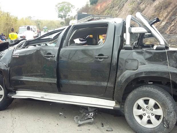 Duas pessoas morreram após caminhonete capotar na BR-116, próximo a Teófilo Otoni (Foto: Divulgação/PRF)