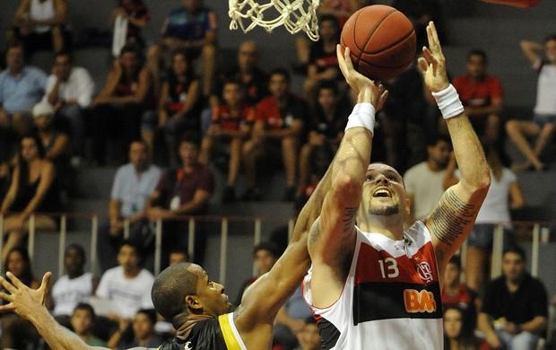Caio Torres basquete Flamengo x Vila Velha (Foto: Alexandre Vidal / Fla imagem)