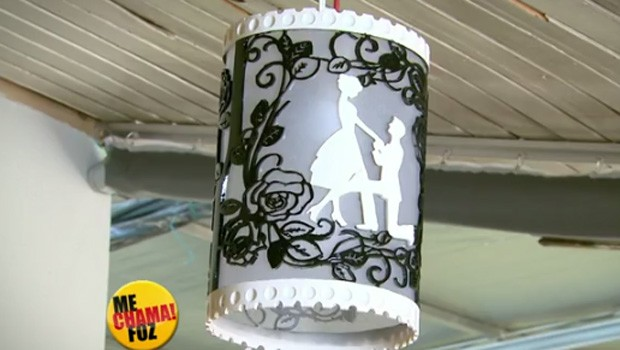 Artesão abusa da criatividade em luminárias em PVC (Foto: Divulgação)