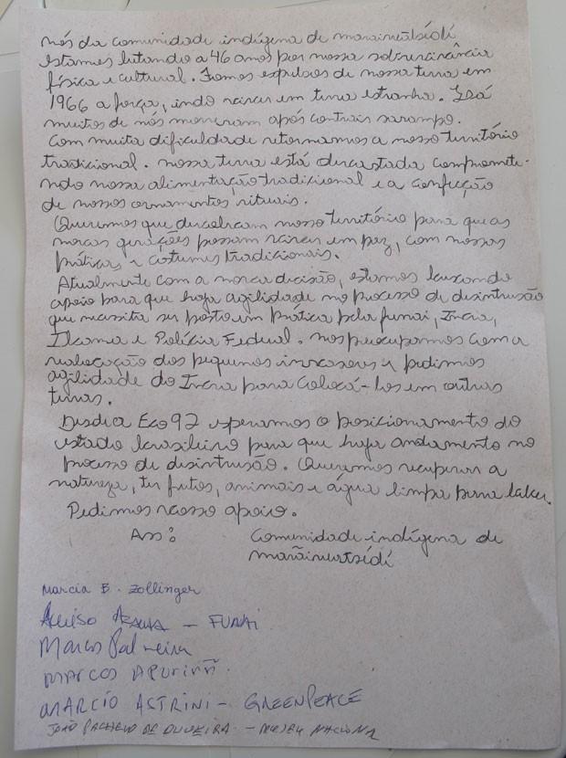 Carta compromisso escrita pelos índios xavantes cobrando de entidades governamentais e não-governamentais a devolução das terras Marãiwtsédé (Foto: Glauco Araújo/G1)