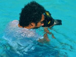 Jonathas Sansi utiliza equipamentos próprios para fotografias aquáticas (Foto: Fabiana Fiegueiredo/G1)