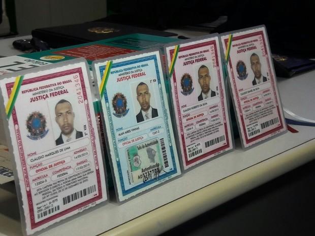 Grupo usava documentos falsos de oficiais da Justiça Federal; três pessoas foram presas (Foto: Halisson Ferreira/TV Verdes Mares)