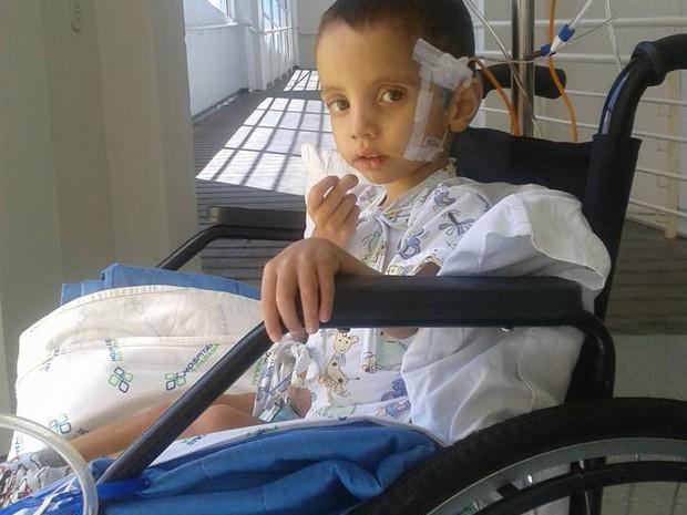 Hoje, João Pedro está internado em um hospital infantil de Campo Largo (Foto: Avelita Barbosa da Silva/Arquivo pessoal)