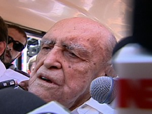 Médicos dizem que Oscar Niemeyer teve melhora no estado de saúde (Foto: Rede Globo)