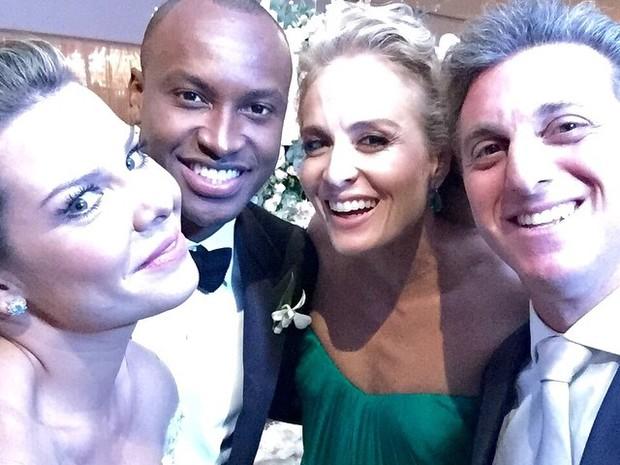 Angélica e Luciano Huck na festa de casamento de Fernanda Souza e Thiaguinho em São Paulo (Foto: Instagram/ Reprodução)