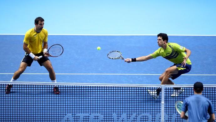 Ivan Dodig e Marcelo Melo na estreia do ATP Finals contra os irmãos Bryan  (Foto:  Clive Brunskill/Getty Images)
