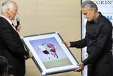 Em jogo de homenagens, Tite ganha presentes do presidente do Casuals