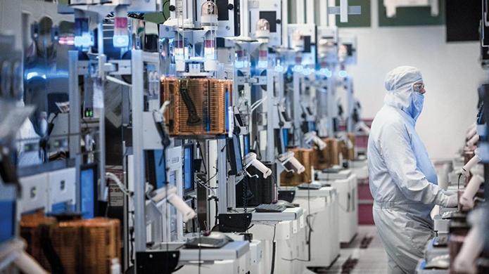 Outro efeito positivo da diminuição de tamanho é a queda nos custos de manufatura (Foto: Divulgação/Intel)