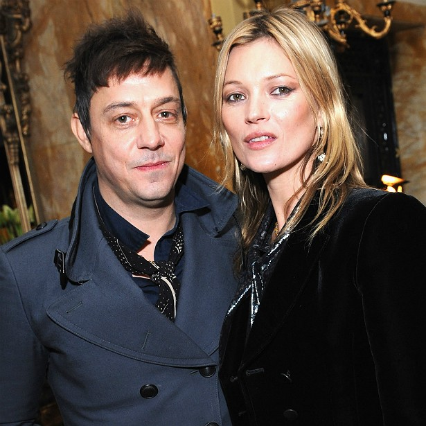 O roqueiro inglês Jamie Hince, da banda The Kills, é casado desde 2011 com a top model Kate Moss. (Foto: Getty Images)