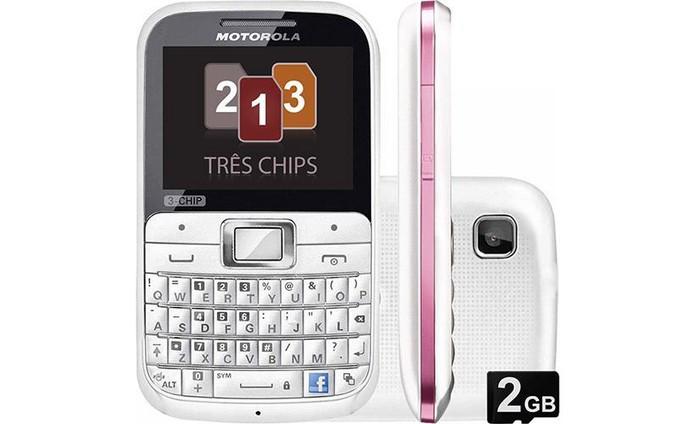 Celular Motorola EX117 tem slot para três chips de operadoras (Foto: Divulgação/Motorola)