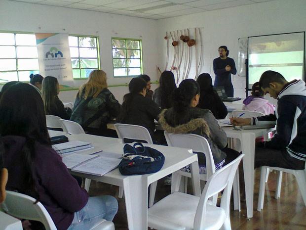 Aulas no cursinho da Vila Guaciru ocorrem aos sábados (Foto: Arquivo pessoal)