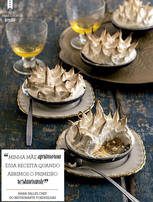 No Manezinho Araújo, as bananas carameladas entram sobre um creme com ovos e leite condensado e são cobertas de suspiro (Foto: Cacá Bratke/Editora Globo)