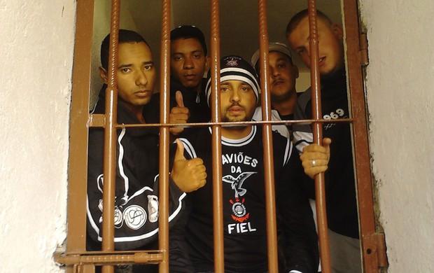 torcedores corinthians presos (Foto: Ricardo Taves)