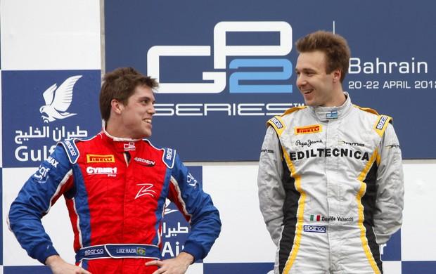 GP2 - Luiz Razia e Davide Valsecchi no pódio do Bahrein (Foto: Divulgação GP2)