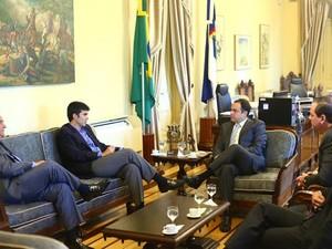 Ministros em reunião sobre a concessão da BR-163 (Foto: Divulgação/ Ascom Secretaria dos Portos)