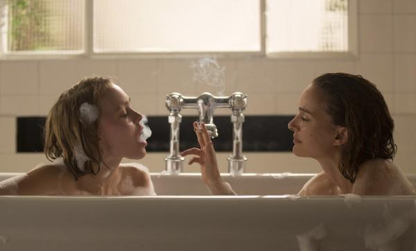 """Lily-Rose Depp e Natalie Portman interpretam duas irmãos em """"Além da Ilusão"""" (Foto: Divulgação)"""