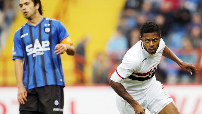 Michel bastos comemora gol do São Paulo contra o Huachipato (Foto: Agência EFE)