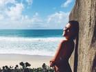 Mariana Goldfarb faz charme em foto de biquíni em Alagoas