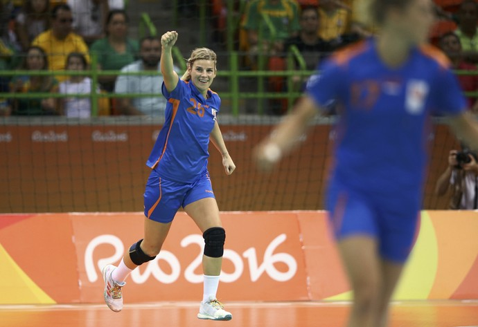 Angela Malestein comemora gol em Brasil x Holanda no handebol (Foto: Reuters)
