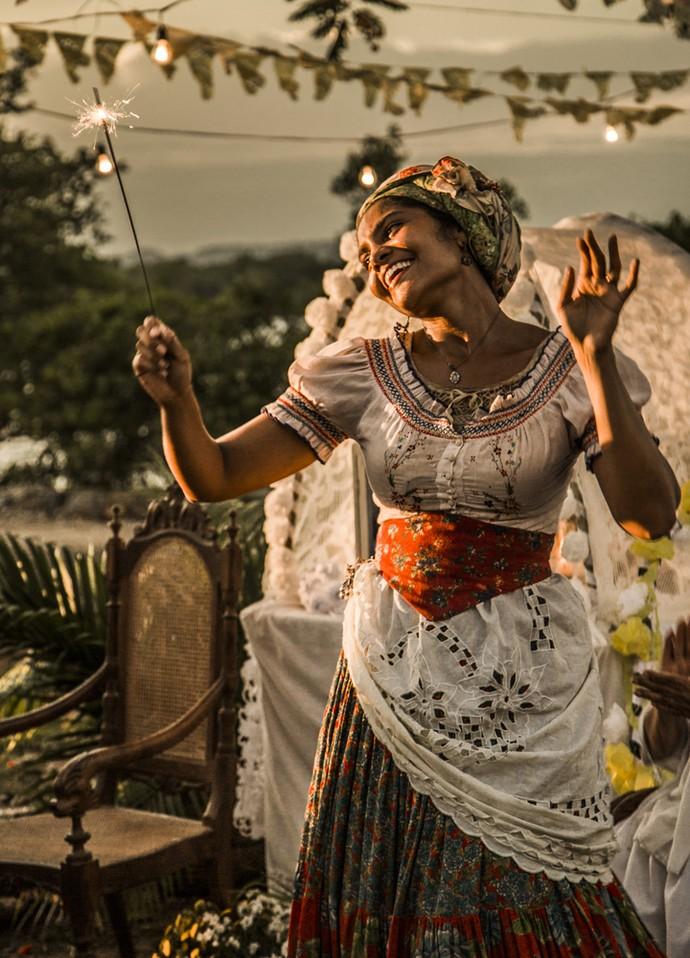 Doninha fica feliz com a festividade (Foto: Adriana Garcia/ Gshow)