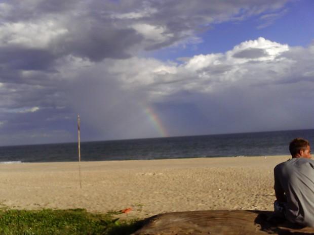 Descansar e apreciar o horizonte na Praia do Cordeirinho são alguns dos melhores passeios na região (Foto: Rose Mary de Melo Bruce/VC no G1)