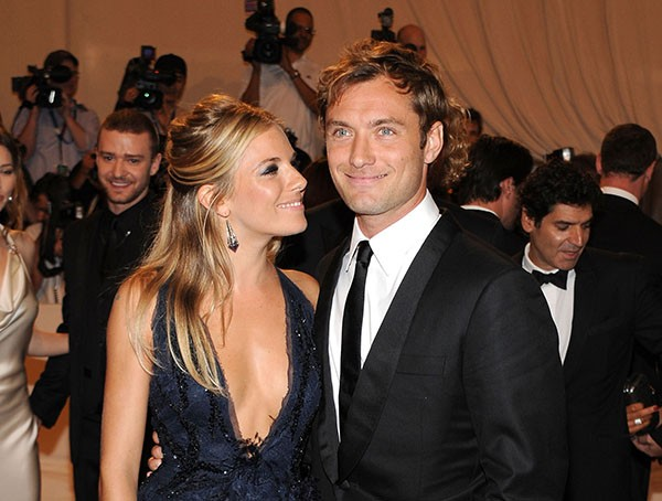 Sienna Miller e Jude Law (Foto: Getty Images)