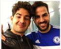 Pato posa com Fàbregas para desejar parabéns ao meio-campista espanhol