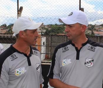 Piá e Alexandre, técnico e auxiliar Independente (Foto: Denis Suidedos / Gazeta de Limeira)