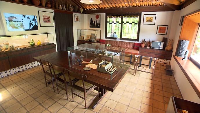 Cômodos da casa reúnem memórias do casal de escritores (Foto: TV Bahia)