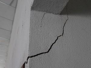 Frequentadores temem que parte da estrutura caia (Foto: Yuri Matos/G1)