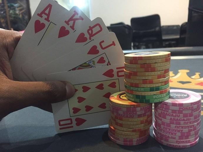 Se Joga no poker com o repórter Brucce Cabral (Foto: Fernando Petrônio)