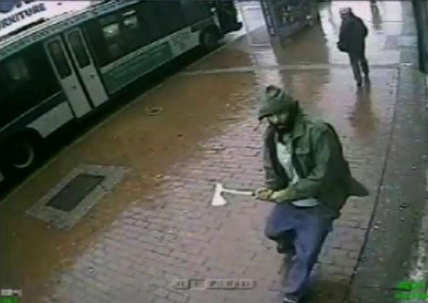 Homem é morto após atacar policiais com machado em Nova York