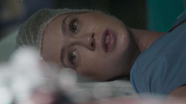 'Totalmente': Eliza doa parte do fígado para salvar Jonatas (Divulgação)
