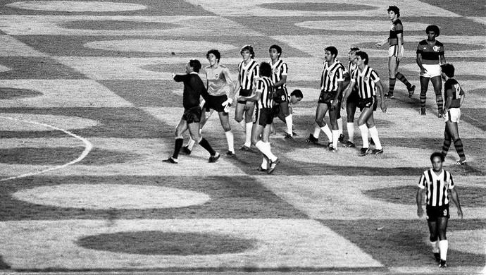 José Roberto Wright confusão final Atlético-MG x Flamengo (Foto: Eurico Dantas / Agência O Globo)