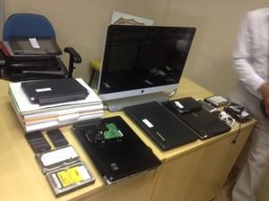 Objetos apreendidos em operação da Polícia Federal (Foto: Graziela Rezende/G1 MS)