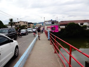 Vítima foi vista pela última vez ao cruzar a ponte entre o RJ e o ES (Foto: Priscilla Alves/ G1)