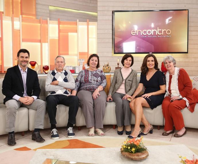 Fátima com a família e com o parceiro, Dr. Fernando Gomes Pinto (Foto: Fabiano Battaglin/Gshow)
