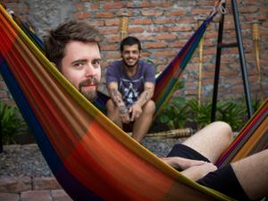 Eduardo e Diego estão juntos há um ano; casal morava e trabalhava em Curitiba quando resolveu viajar pela América do Sul (Foto: Arquivo Pessoal)