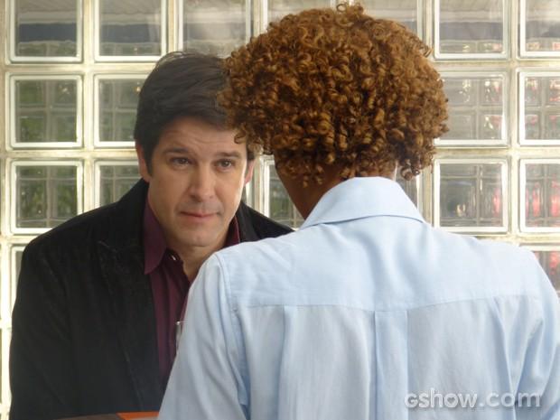 Jonas faz proposta irrecusável à jornalista (Foto: Geração Brasil/TV Globo)