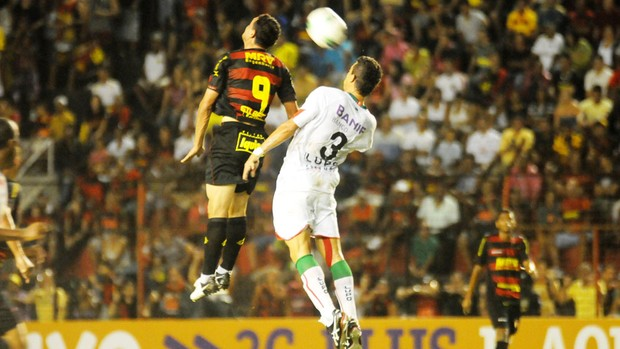 Sport venceu a Portuguesa por 2 a 1, na Ilha do Retiro (Foto: Aldo Carneiro / Pernambuco Press)