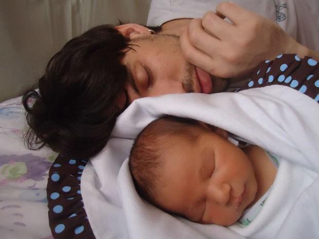 Rafael Nunes e o filho Tito  (Foto: Arquivo pessoal)