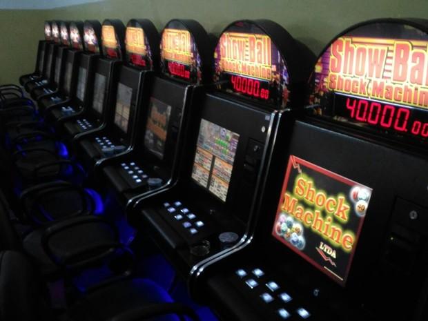 Máquinas que estavam em bingo em Suzano (Foto: Alessandro Batata/TV Diário)